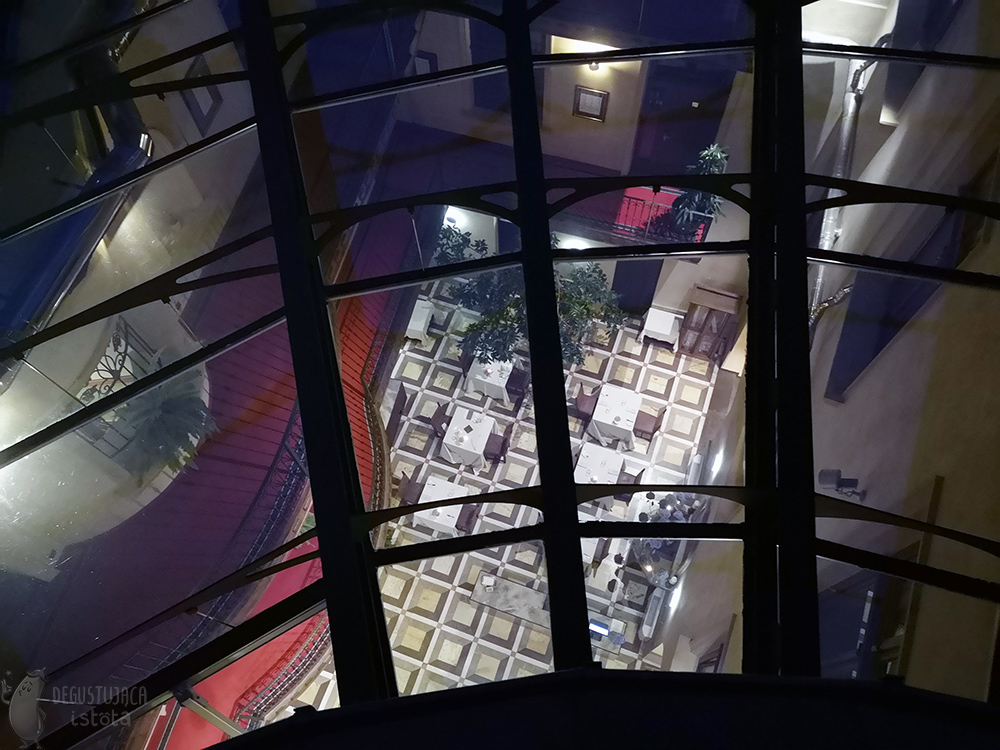 View through the glass roof into the restaurant room.