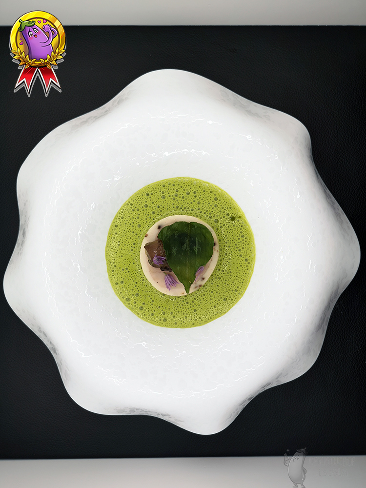The same dish as above in the picture, only around the meat is poured a bright green sauce.